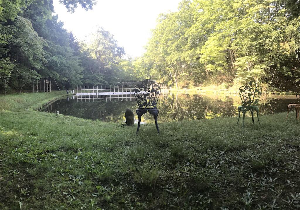 紅櫻アウトドアガーデン池の景色