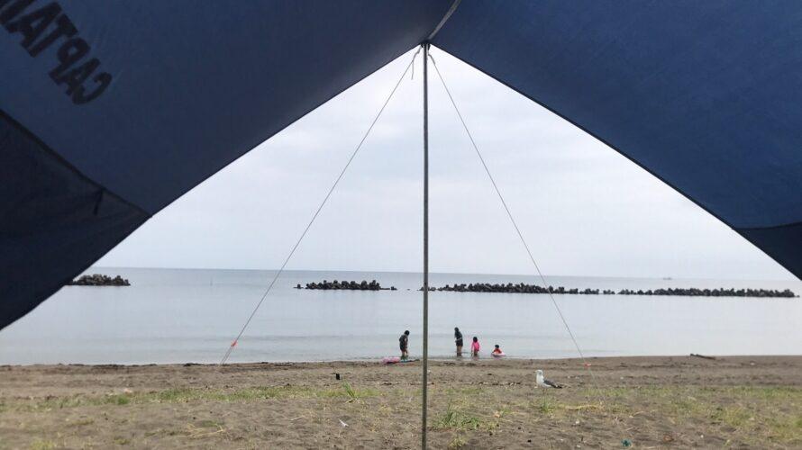 タープ越しの余地の海